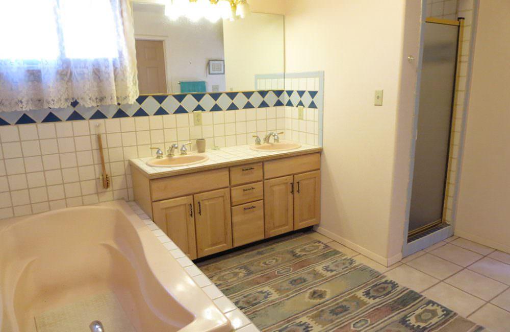610 Acoma, Taos, NM 87571 MLS #97777