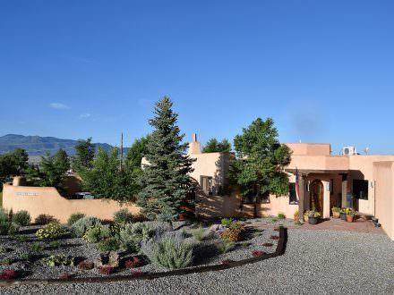 2 Cerro Ventoso, Taos, NM 87571