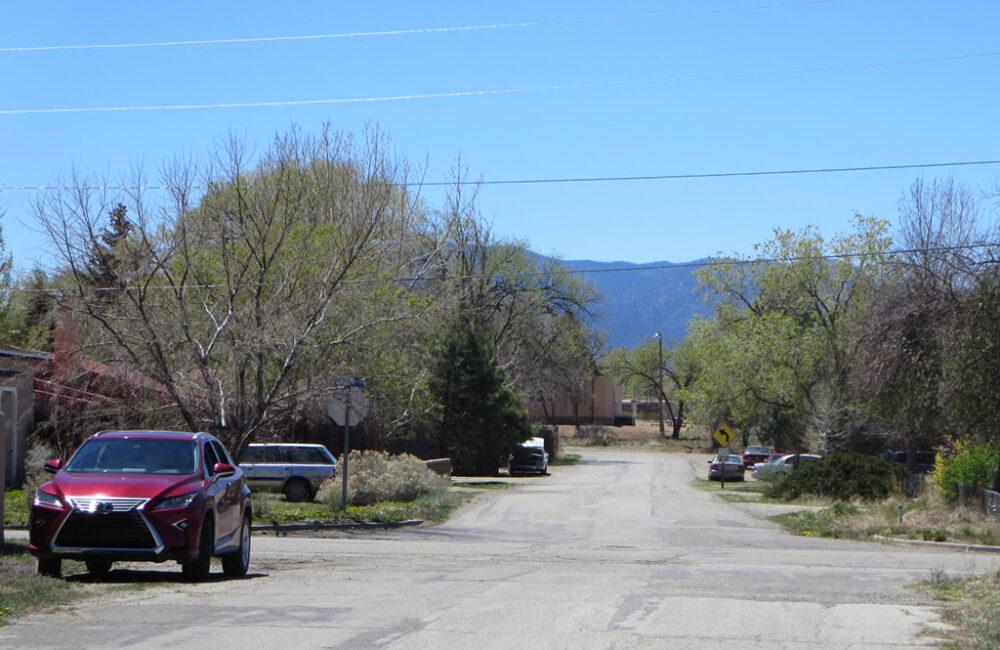 512 Apache Street, Taos NM 87571