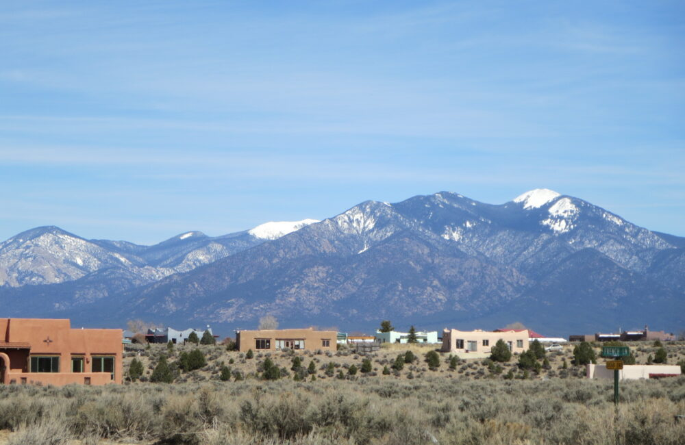 61 Camino de los Arroyos, Taos NM 87571